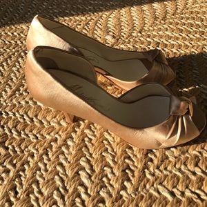 michaelangelo Shoes - Gold/tan shiny heels